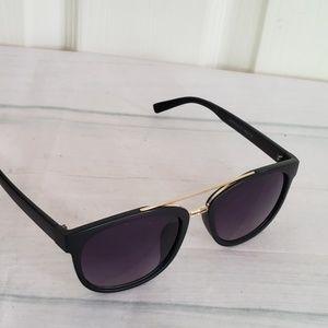 Tahari Accessories - Tahari Black and Gold Sunglasses